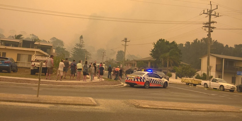 Malua bay crowds gather and look upon the burning suburb